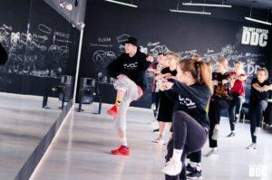 преподаватель по танцам